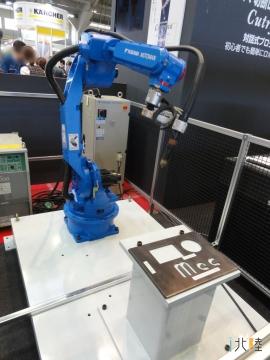 小松鋼機のロボットアーム